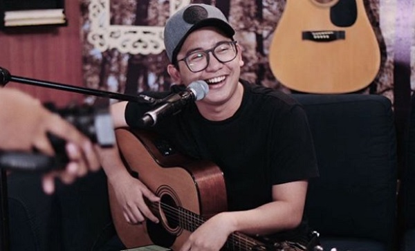 John Roa gives mellow take on his own viral hit