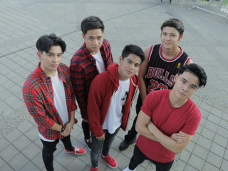 BoybandPH attracts a huge crowd while busking on Wander Jam