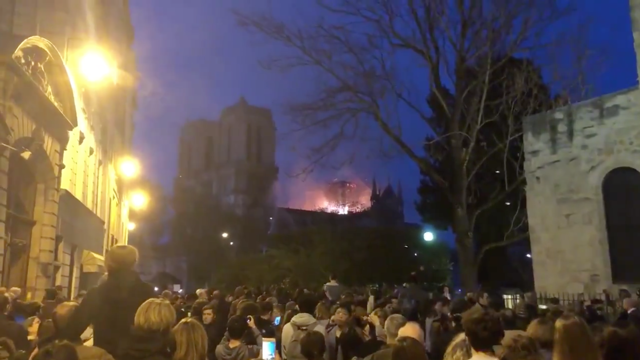 WATCH: Hundreds gather around Notre Dame Cathedral to sing