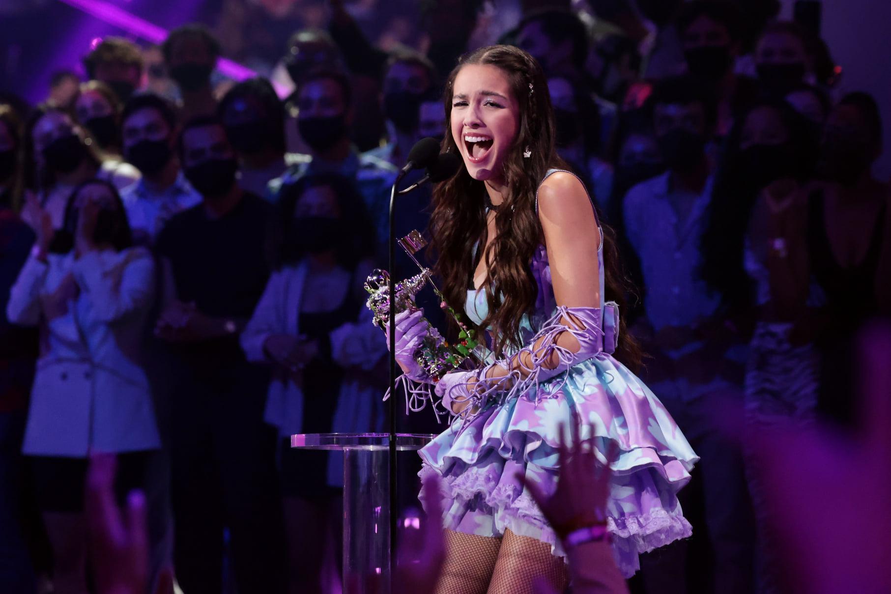 Olivia Rodrigo Is the Prom Queen of the MTV VMAs 2021