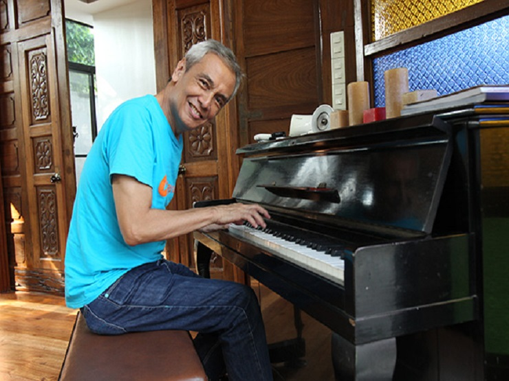 """Related News On Jim Paredes: 2016 National Election: The Different """"Voice"""" Of Music"""